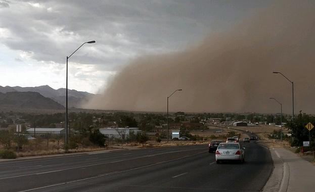 Огромна пясъчна буря връхлетя американския щат Аризона