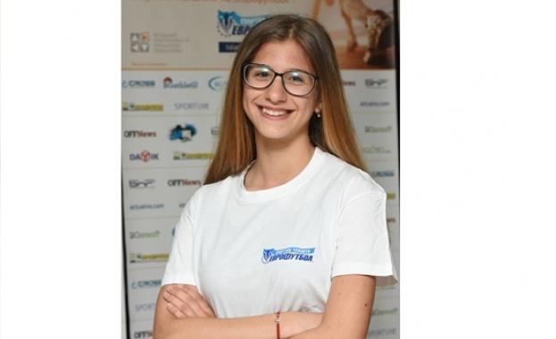 """Талантът на """"Еврофутбол"""" """" Ева Петкова е шампионка на България на 800 м и 1500 м"""