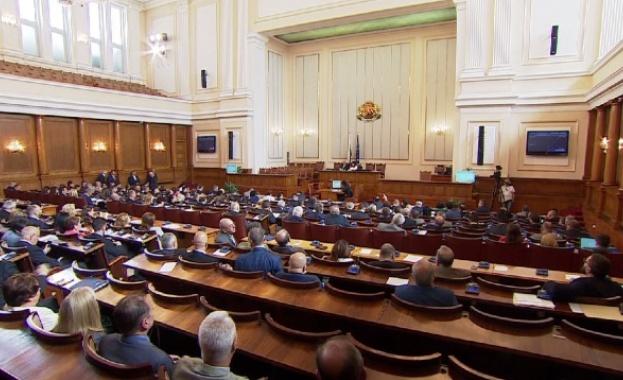 Депутатите приеха окончателно спорния закон за горивата