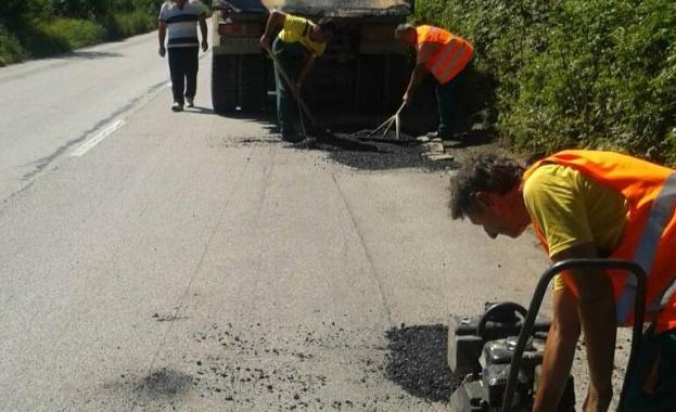 """Шофьорите да карат внимателно по пътя през Витиня. Извършват се ремонти на алтернативния за тирове път на АМ """"Хемус"""""""