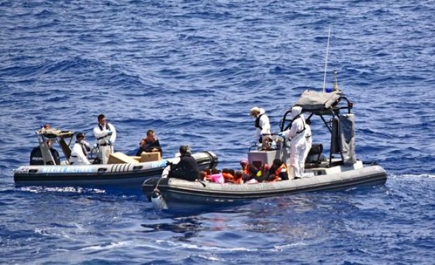 Испанската брегова охрана е спасила 340 имигранти в открито море,