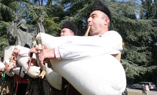 В родопското село Равногор, община Брацигово, днес е галаконцертът на