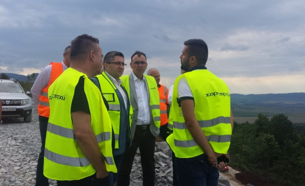 Министърът на регионалното развитие и благоустройството Николай Нанков инспектира строителството