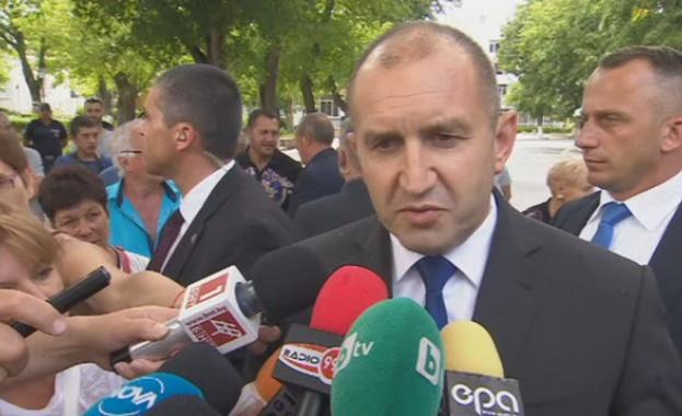 Президентът Румен Радев се срещна в Ямболско с животновъди, чиито