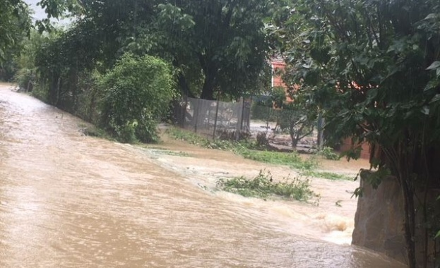 В Тетевенско, където е обявено бедствено положение заради наводнения от