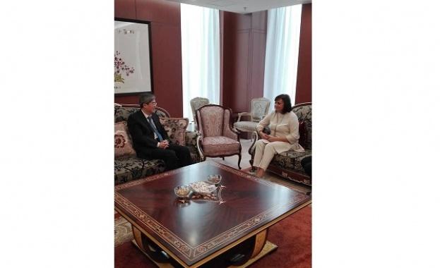 Лидерът на БСП Корнелия Нинова проведе работна среща с Н.Пр.