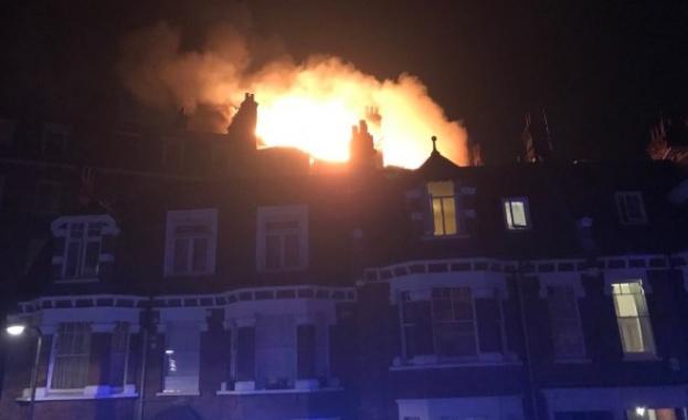 Десетки хора бяха евакуирани заради пожар в жилищен блок в