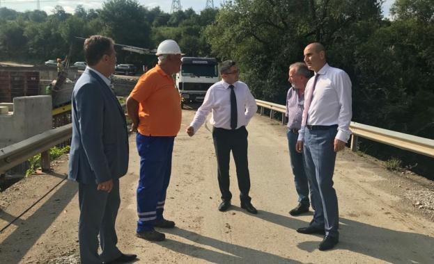 Министърът на регионалното развитие и благоустройството Николай Нанков, заедно с