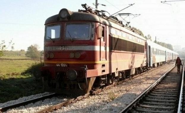 Движението на влаковете между гарите Благоевград и Кочериново е спряно поради инцидент
