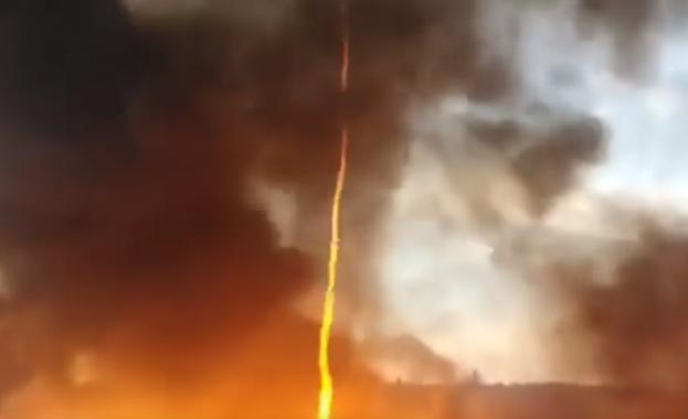 Уникално: Огнено торнадо в небето (видео)