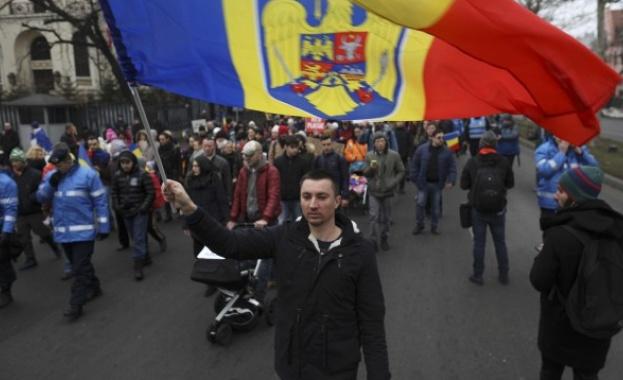 Голям антиправителствен протест в Румъния: Хиляди се прибират от чужбина, за да се включат