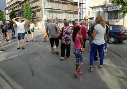 Близки на децата пометени от кола в Петрич блокираха главна улица