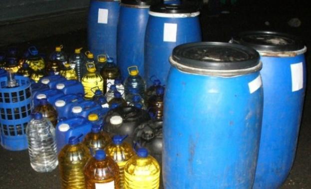 Снимка: 975 л нелегален алкохол иззеха митничари в Плевен и в Полски Тръмбеш