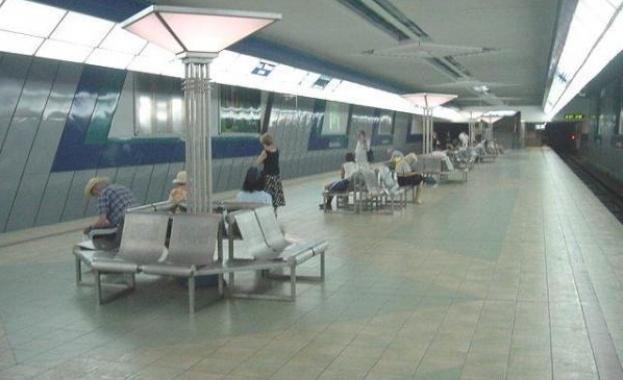 """Жена падна пред влак на метростанция """"Опълченска"""""""