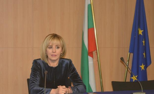 Мая Манолова: Задържането на двамата журналисти нарушава човешки права