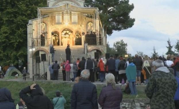 Хиляди се събраха на Кръстова гора за Кръстовден