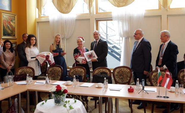 Румен Радев: Българската държава ще направи необходимото, за активни отношения със сънародниците ни в Латвия