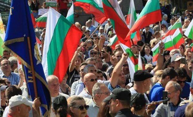 Антиправителствени демонстранти блокираха за повече от два часа центъра на София