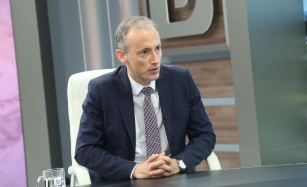 Министър Вълчев: 14 хил. са новоотпадналите от образователната система ученици