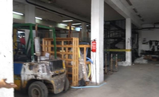 Асансьор с работници пропадна в завод в Бургас, трима са пострадали