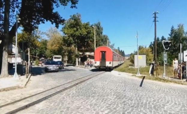 Мъж е загинал при инцидент с пътнически влак снощи, съобщиха