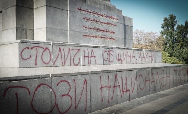 Който надраска паметник е престъпник, каза днес пред БНТ председателят