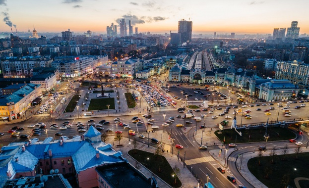 Русия съкращава държавните предприятия наполовина до 2024-а