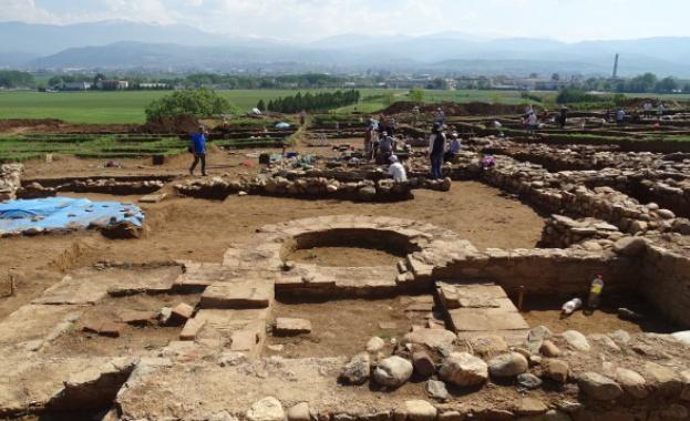 """Снимка: Започна преместването на археологическите обекти от магистрала """"Струма"""""""