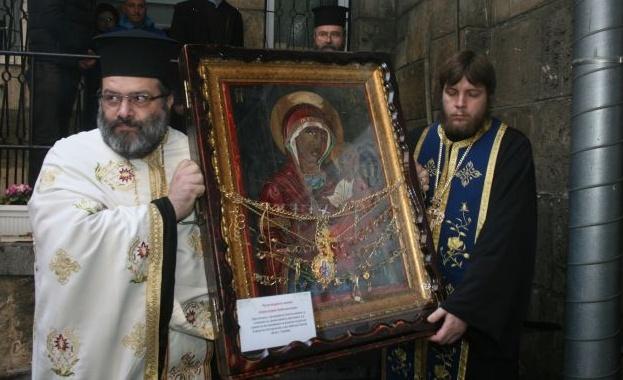 "Чудотворната икона на Богородица ""Скоропослушница"" пристига в Харманли"