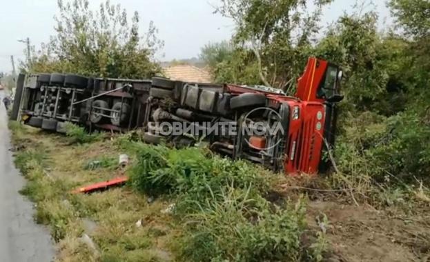 Тежка катастрофа между пътнически бус и два тира на пътя Русе - Велико Търново