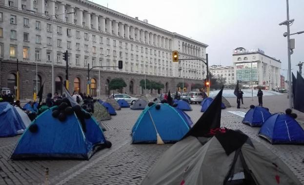 Махнаха палатките на майките пред МС временно