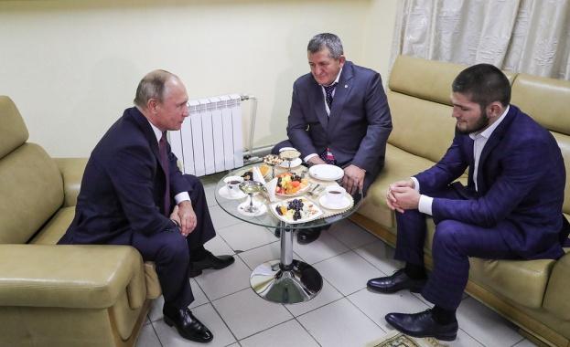 Путин към бащата на Нурмагомедов: Не го наказвай прекалено строго (видео)