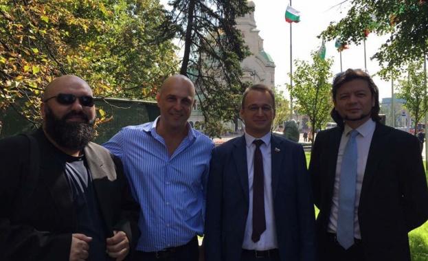 """""""Политическа група 5"""" иска оставка на Крусев и Барбалов да поеме поста"""