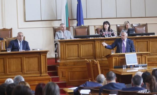 Кутев към Борисов: Подчинените на Лиляна Павлова взимат заплати, докато казвате, че пари за хората с увреждания няма
