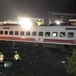 Най-малко 17 души са загинали при дерайлиране на влак в Тайван