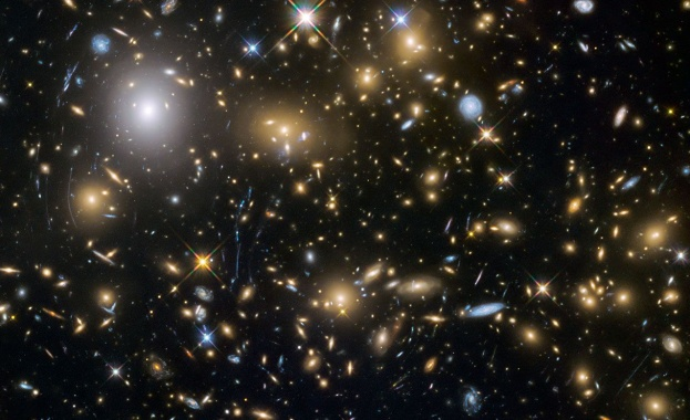 Ratio разкрива тайните в сърцата на галактиките на 22 май