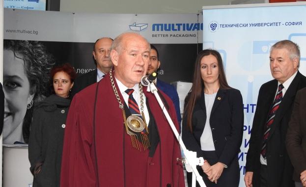 """Ректорът на ТУ-София откри изложението """"Дни на кариерата"""" за тринадесета поредна година"""