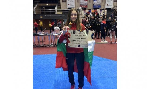 Талантът на Еврофутбол Александра Георгиева със злато от Румъния