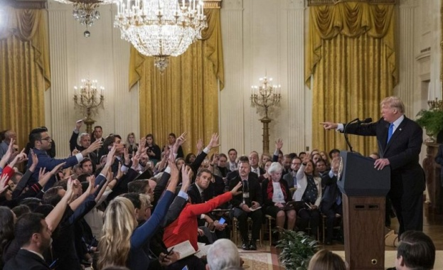 Тръмп с остра реакция към репортер, отне му микрофона заради въпрос (Видео)
