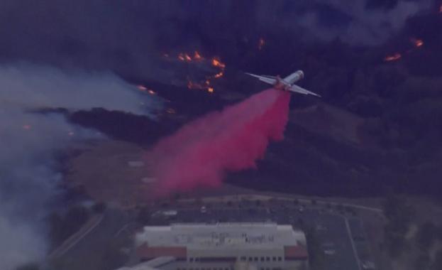 Десетки хиляди евакуирани заради нов пожар в Калифорния