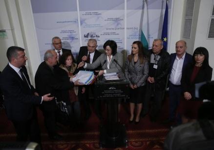 Корнелия Нинова: Внасяме 30 000 подписа за преизчисляване на пенсиите