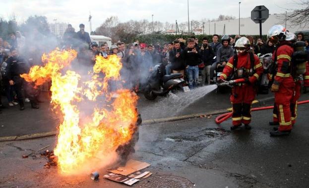 Засилват се ученическите протести във Франция