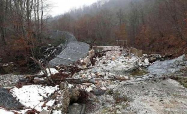 Оградата с Турция отново падна