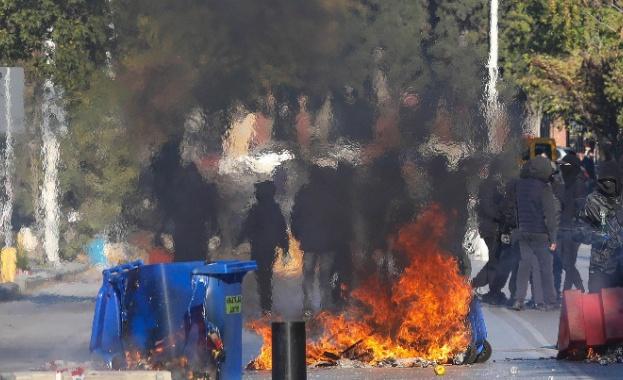 Безредици и сблъсъци с полицията в Атина