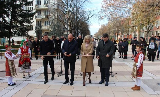 Министър Аврамова откри обновени градски пространства в Ямбол