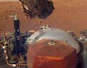 Марсианската сонда InSight огледа себе си и околностите