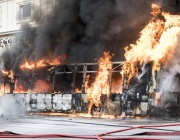 Голям пожар в завод за преработка на отпадъци в Рим