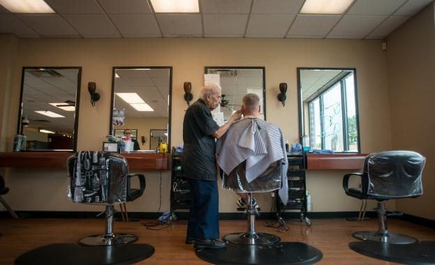 Най-старият бръснар е на 107 г. и работи 40 часа седмично