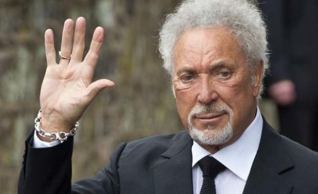 Легендарният британски изпълнител Том Джоунс пристига в България в понеделник,