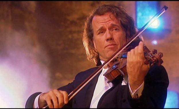 Световнознаменитият холандски цигулар и диригент Андре Рийо, неслучайно носещ прозвището